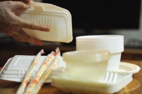 外卖塑料制品消耗惊人 污染已成大问题