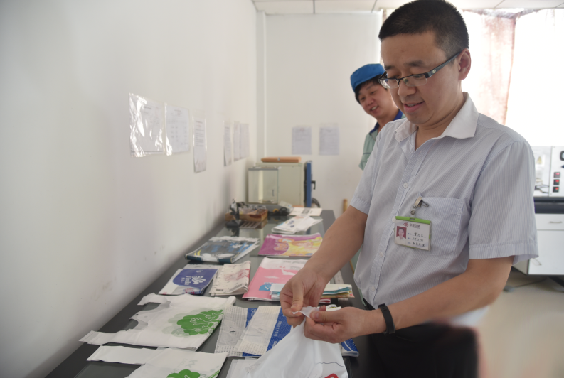 红安企业高科技:让塑料袋降解到空气中去