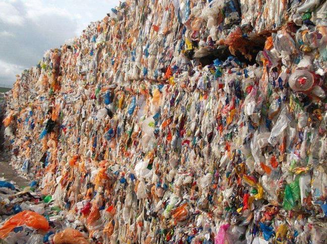 青岛破获一起万吨废塑料走私案