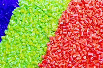 英国全面禁止销售含塑料微珠洗护产品