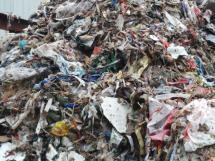 塑料制品泛滥危害生活环境 治理白色污染任重道远