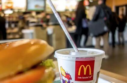 由麦当劳吸管引发的讨论,塑料与纸到底谁更环保?