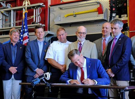 美国又一个州颁布新规,禁止在家具中使用阻燃剂